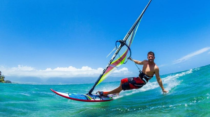 Surfing, windsurfing, and kitesurfing: variants, benefits, recommended diet, precautions and risks