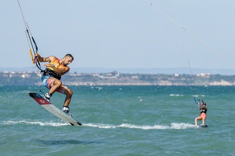 What is a kitesurfing harness